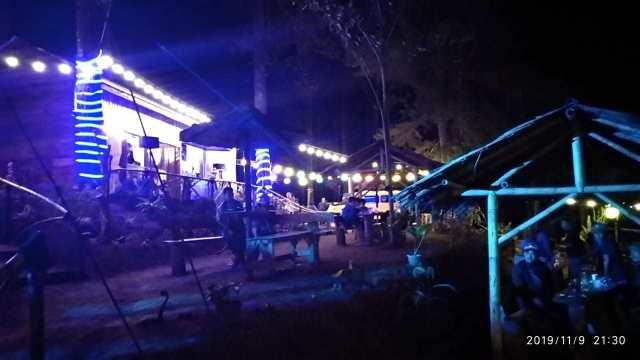 Kedai kopi di Curug Badak Cisayong Tasikmalaya